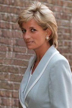 Diana Haircut, Short Hair Cuts, Short Hair Styles, Short Pixie, Princess Diana Photos, Princess Diana Hairstyles, Reine Victoria, Prinz William, Diana Fashion