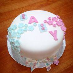 for baby in 2019 детский торт, торт Torta Baby Shower, Unisex Baby Shower Cakes, Baby Shower Cupcakes For Girls, Baby Shower Cookies, Baby Shower Invitations For Boys, Baby Shower Quotes, Baby Shower Signs, Babyshower, Cake Decorating Tips