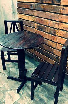 Mesa bistrô e cadeira