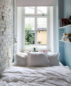 13 tips and tricks for decorating a small bedroom # Small spaces up Small Apartment Bedrooms, Apartment Bedroom Decor, Small Apartments, Small Bedrooms, Apartment Ideas, Small Space Living, Small Spaces, Modern Spaces, White Bedroom