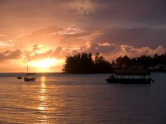 Sunset view from the pool at #TeVakaroa #MuriBeach #Rarotonga #CookIslands