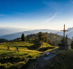 Bewusst Wandern und tief durchatmen » blogHuette.at Mountains, Nature, Travel, Hiking, Nice Asses, Naturaleza, Viajes, Destinations, Traveling