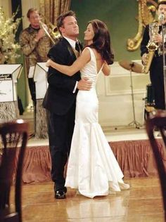 """One of the most popular TV wedding in history was undoubtedly the wedding of """"Friends"""" characters Monica Gellar and Chandler Bing in . Monica Friends, Tv: Friends, Friends Episodes, Friends Cast, Friends Moments, Friends Season, Friends Series, I Love My Friends, Friends Forever"""
