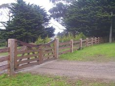 5 Amazing and Unique Ideas Can Change Your Life: Lattice Fence Decoration small horizontal fence.Board On Board Fence Gate old fence backyards. Farm Gate, Farm Fence, Backyard Fences, Horse Fence, Dog Fence, Farm Entrance, Entrance Gates, Fence Gates, Yard Fencing