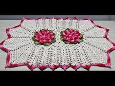 Jogo de Banheiro em Crochê -Tapete Pia # Flor Jade - YouTube Crochet Squares, Crochet Doilies, Crochet Flowers, Crochet Hats, Crochet Designs, Crochet Patterns, Fotografia Tutorial, Barbie, Crochet Diagram