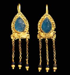 PAIR OF ROMAN GOLD AND GLASS EARRINGS CIRCA 2ND-3RD CENTURY A.D.