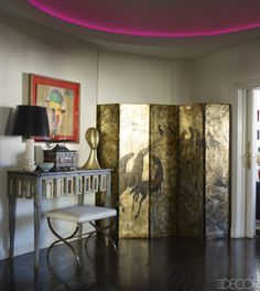 Manolo March Madrid Apartment - A Modern And Elegant Spanish Home - ELLE DECOR - The entrance hall's screen by José María Sert is from the and the bench is from the Folding Screen Room Divider, Folding Screens, Room Dividers, Madrid Apartment, Gold Home Decor, Spanish House, Art Deco Furniture, Celebrity Houses, Elle Decor