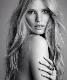 Lara Stone. Find modeling style, poses & inspirations at Monica Hahn Photography