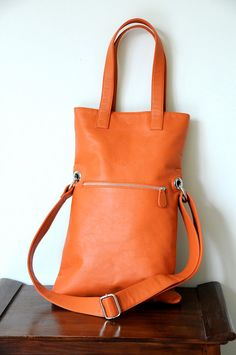 LITHE. Fold-over leather shoulder bag / handbag / crossbody bag / tote. Available in different leather color combinations.