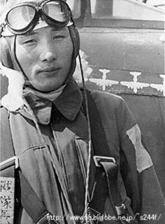 World War II in pictures — Major Teruhiko Kobayashi – Japanese ace pilot Ww2 Aircraft, Military Aircraft, Sun Tzu, Kamikaze Pilots, Imperial Japanese Navy, Flying Ace, Martial, Fighter Pilot, Army & Navy
