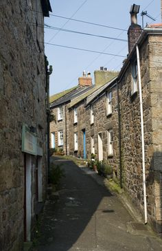 MOUSEHOLE STREET: a street in the West Cornwall fishing village of Mousehole. ✫ღ⊰n