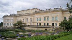 La Casa de Nariño, también llamada Palacio de Nariño es la residencia oficial del Presidente de Colombia y es la sede de gobierno del país. Se encuentra ubicada en el centro histórico de Bogotá, D.C. (back view)