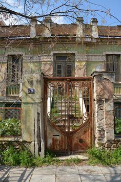 Bauhaus, Greece Pictures, Greece Photography, Greek Beauty, Ancient Greek Architecture, Secret Places, Old Doors, Athens Greece, Old Buildings