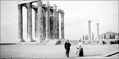 Μια Αθήνα απ' τα παλιά Greece Photography, Athens Greece, Old City, Ancient Greece, Time Travel, Old Photos, New York Skyline, Photo Galleries, The Past