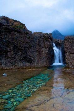 Las piscinas de hadas, isla de Skye, Escocia