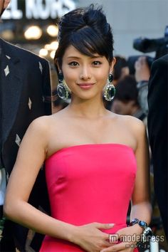「第25回東京国際映画祭」グリーンカーペットに登場した石原さとみ