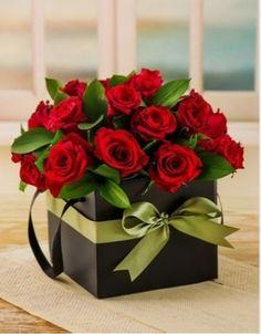 ideas flowers bouquet gift one Valentine Flower Arrangements, Valentines Flowers, Floral Arrangements, All Flowers, Amazing Flowers, Paper Flowers, Send Flowers, Gift Flowers, Flower Box Gift