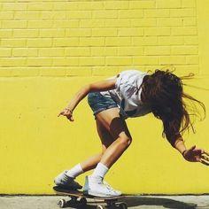 Hello♡♡♡ Do you even skate bro? Girls Skate, Vans Girls, Skate Style, Skateboard Girl, Longboarding, Mellow Yellow, Girl Gang, Skateboards, Portrait