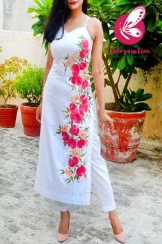 Indian Gowns Dresses, Indian Fashion Dresses, Dress Indian Style, Indian Designer Outfits, Fancy Dress Design, Stylish Dress Designs, Designs For Dresses, Stylish Dresses, Silk Kurti Designs