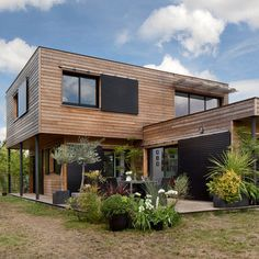 Sustainable Homes: a builder& wooden house, but customizable . - Sustainable Homes: a builder& wooden house, but customizable Sustainable Home - Modern Architecture House, Sustainable Architecture, Residential Architecture, Architecture Design, Sustainable Houses, Archi Design, Facade House, House Facades, House In The Woods