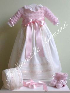 BT Knitted Dolls House, Baby Girl Fashion, Kids Fashion, Baptism Outfit, Christening Gowns, Heirloom Sewing, Baby Knitting Patterns, Crochet Baby, Doll Clothes