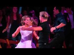"Bindi Irwin And Derek Hough Earn A Perfect Score For Their ""Dirty Dancing"" Routine"