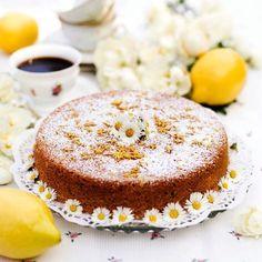 En enkel men underbart god sockerkaka med smak av citron.