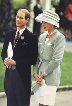 October 8, 1993:  Britain's Prince Edward and Princess Diana, the Princess of Wales, watch the departure of Viscount Linley, the nephew of Britain's Queen Elizabeth, and Serena Stanhope, daughter of Viscount Petersham, who were married at St. Margaret's Church, in London.  The wedding was attended by 350 friends and relatives including members of the British Royal family. (AP Photo/Allen)  Photo: Gill Allen, STF