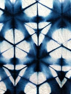 Textile Art 27795722686376022 - Traditional Textile Art: Shibori – Elodie Travels Source by koutoumbou Shibori Techniques, Textiles Techniques, Art Techniques, Textile Dyeing, Textile Art, Textile Prints, Textile Patterns, Print Patterns, Pattern Art