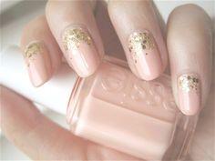 nagellack design trends 2014-nudefarbene fingernägel-glitzer am nagelbett