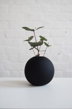 10cm Black Cooee Ball Vase