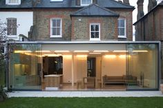 Perfect extensions A top-notch single-storey extension will cost Extension Designs, Glass Extension, Rear Extension, Extension Ideas, Extension Google, Orangerie Extension, Single Storey Extension, Mad About The House, Casa Patio