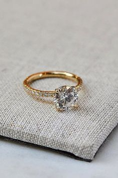 Diamond Wedding Rings - Round engagement rings are one of the most popular rings nowadays. Read the post and choose the most trendy engagement rings! Round Solitaire Engagement Ring, Dream Engagement Rings, Engagement Ring Settings, Solitaire Rings, Diamond Rings, Solitaire Diamond, Engagement Jewelry, Simple Solitaire, Most Popular Engagement Rings