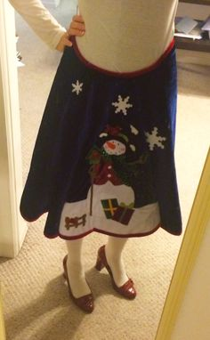 "DIY Ugly Sweater Skirt - a Tree Skirt! Hahahaha I have one that would totally go with my ""festive"" sweater!"