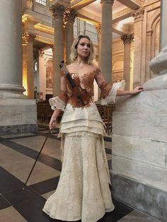 "Dress by french designer Sylvie Facon.  FB ""Steampunk Tendencies""."