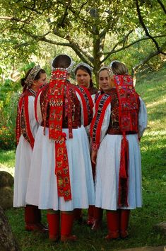 Hungarian Embroidery Hungarian folk art and rradirions Art Costume, Folk Costume, Traditional Fashion, Traditional Dresses, Budapest, Costumes Around The World, Art Populaire, Hungarian Embroidery, Beautiful Costumes