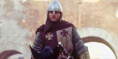 Balian de Ibelin casou com Maria Comnena, madrasta do Rei Balduíno IV. Ele não teve nenhum romance com a princesa Sibylla como sugere o filme Kingdom of Heaven.