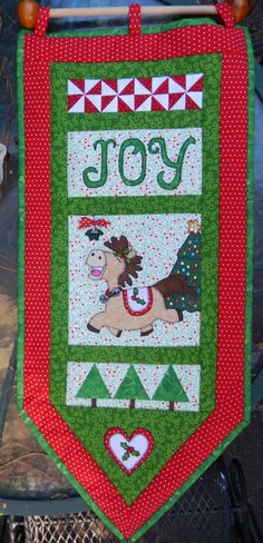 Christmas banner PDF quilt pattern; Christmas applique horse quilt pattern; Christmas paper pieced quilt pattern; joyful holiday decor by MsPDesignsUSA on Etsy