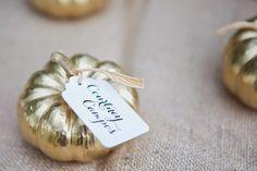 Et ce marque-place en forme de citrouille dorée. | 16 photos de mariage qui vont…