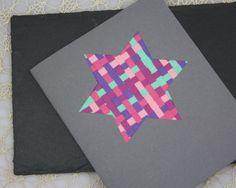Einfach raffiniert: Mit Papierstreifen kannst Du eine grandiose ★ Weihnachtskarte basteln! Jetzt ausprobieren und ★ Weihnachtskarte basteln!