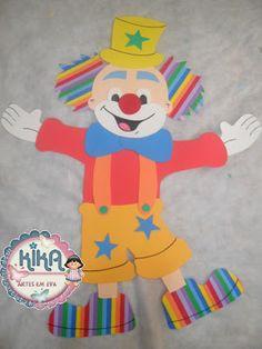 !........... Ateliê KIKA NEVES e SARAH REGINA ......KIKA ARTES EM EVA: PAINEL DE PALHAÇO COM 80CM EM EVA Clown Party, Send In The Clowns, Circus Clown, Paper Crafts, Diy Crafts, Mardi Gras, Diy Tutorial, Ronald Mcdonald, Titanic
