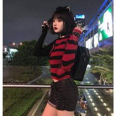 You& a little girl who looks like a women. Dark Fashion, Grunge Fashion, Cute Fashion, Asian Fashion, Fashion Outfits, Ulzzang Fashion, Korean Girl, Asian Girl, Chica Dark