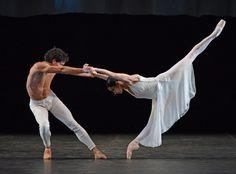 Tamara Rojo and Isaac Hernandez in Hans van Manen's Adagio Hammerklavier. © Dave Morgan.