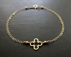 Bracelet trèfle or / quadrilobe Charm Bracelet / par VerseJewelry