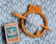 Barrette, brooch, fibula Fat Cat. Wood: Juniper