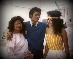 Family time: Jackson family matriarch Katherine, superstar son Michael, and the wise and beautiful La Toya Jackson. Michael Jackson Bad, Michael Jackson Dangerous, Michael Jackson Quotes, Michael Jackson Thriller, Jackson Family, Janet Jackson, Familia Jackson, Mj Kids, The Boy Is Mine