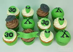 The X files cupcakes Alien Cupcakes, Golf Cupcakes, Alien Cake, 13th Birthday, Birthday Parties, 30 Cake, Alien Party, Bakery Cakes, Party Themes