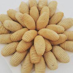 """359 Likes, 53 Comments - Fatma Celebi (@celebi_tarifleri) on Instagram: """"Hayirli aksamlar arkadaslar cok kolay ve nefiss bir kurabiye tarifi ile geldim😀🙋 Fistik ezmeli…"""""""