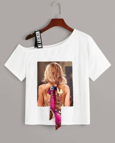 To find out about the Figure Print Ribbon Asymmetrical Neck Tee at SHEIN, part of our latest T-Shirts ready to shop online today! T Shirt Painting, Haut Bikini, Women Figure, Latest T Shirt, Creation Couture, Printed Ribbon, T Shirts For Women, Clothes For Women, Printed Tees