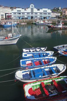 Puerto Vega, (#Navia). Puerto Vega nos descubre su belleza e historia mientras recorremos su puerto, calles y paseos junto al mar.